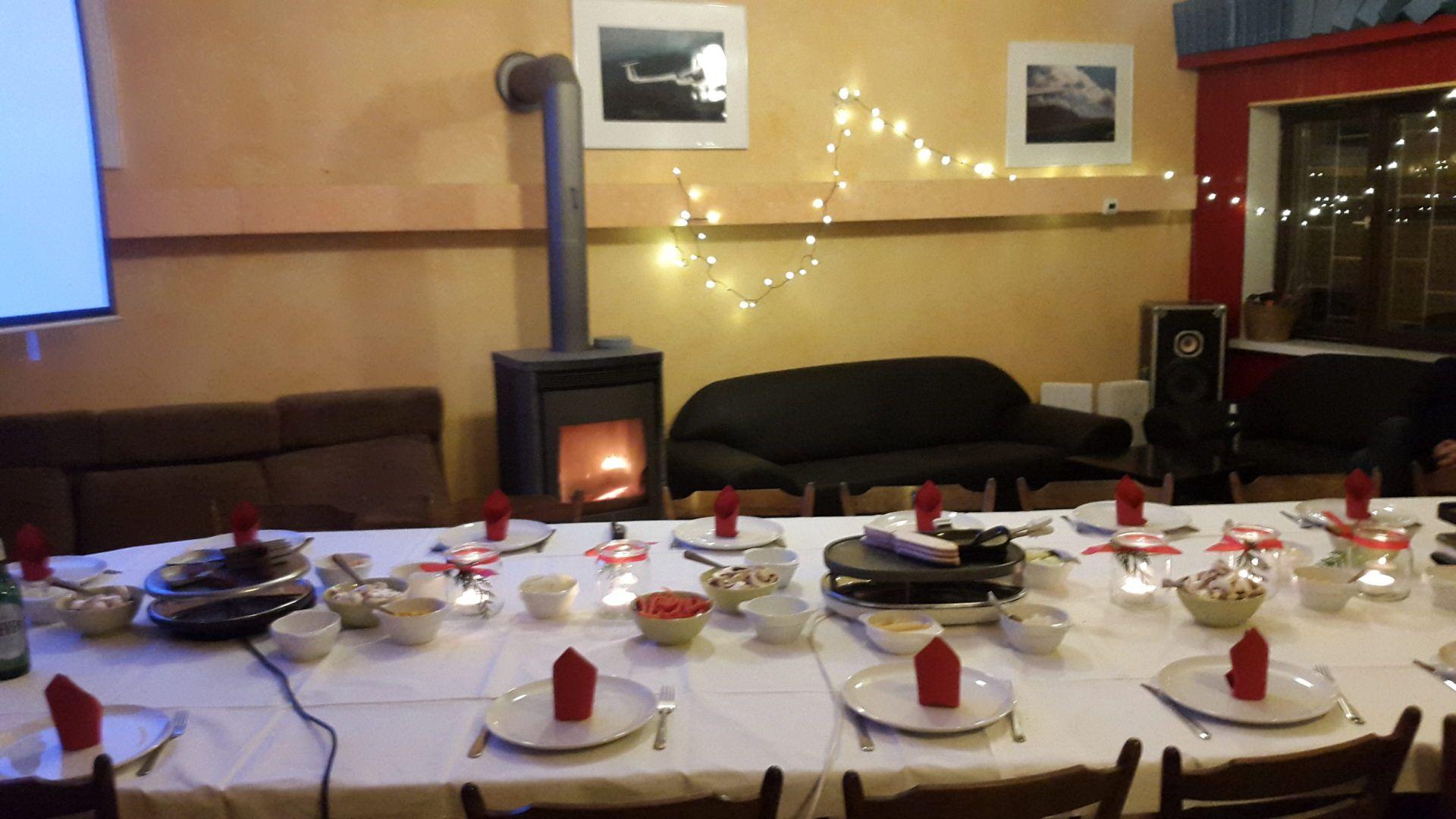 Gedeckter Tisch für die Weihnachtsfeier des Sportfliegerclub C. F. Meerwein e. V. 2019