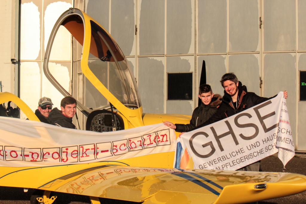 Gewinner der GHSE-UNESCO-Tombola im Ultraleichtflugzeug des CFM.