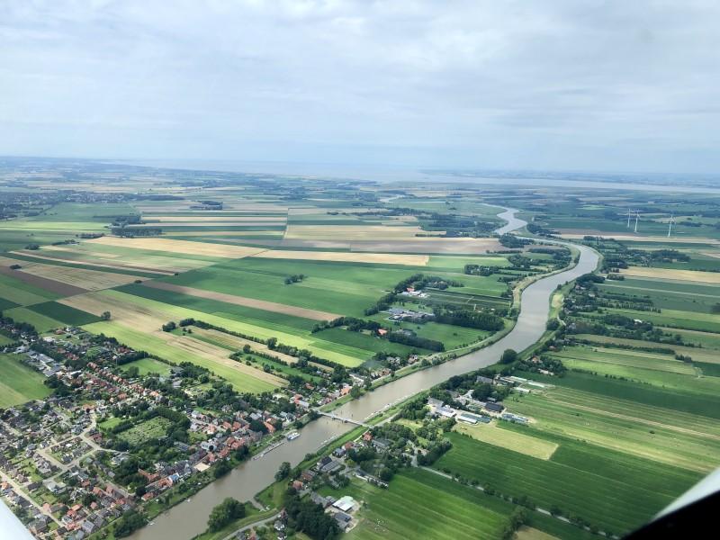 Fluss Oste bei Oberndorf Im Hintergrund die Nordsee und Elbmündung
